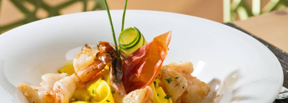 Restaurants in Samedan: Romantik Hotel, Panorama Restaurant, Muottas Muragl